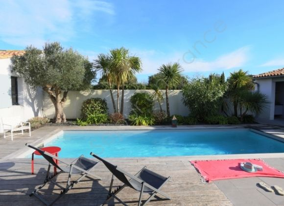 Location villa avec piscine sur l 39 ile de r agapanthe for Location villa piscine ile de france