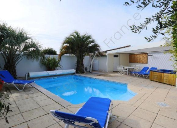 Location maison de vacances avec piscine sur l 39 ile de r for Prix piscine chauffee