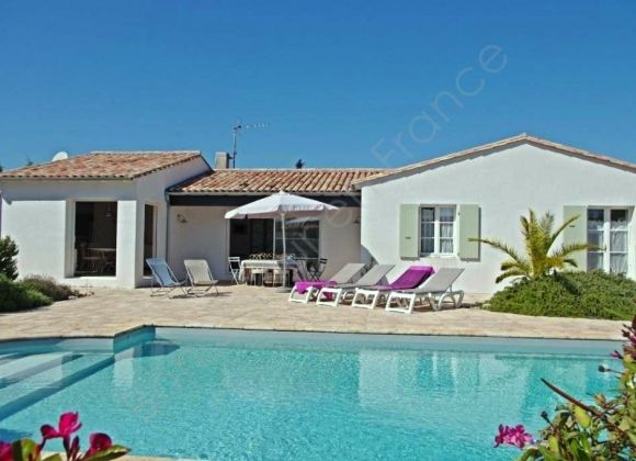 Location villa avec piscine sur l 39 ile de r hippocampe for Location villa piscine ile de france