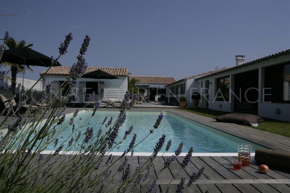 Location Villa Avec Piscine Sur L 39 Ile De R Ecrin