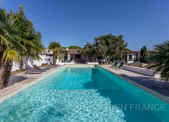 Location villa avec piscine sur l 39 ile de r sud for Location villa piscine ile de france