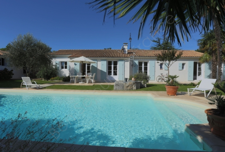une villa louer sur l 39 ile de r piscine ou pas piscine. Black Bedroom Furniture Sets. Home Design Ideas