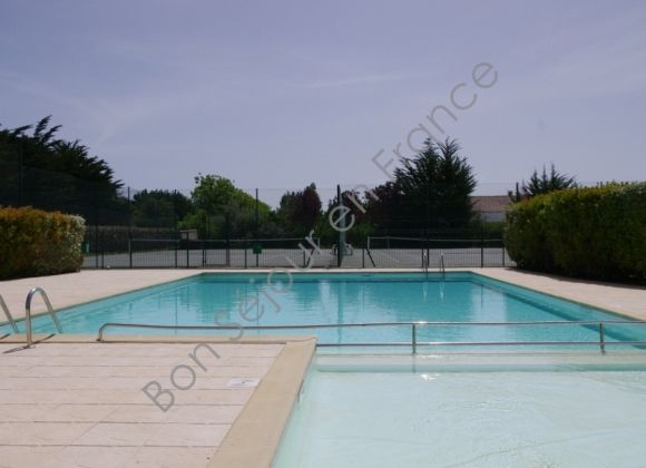 Location villa avec piscine proximit de la couarde avocette - Location garage ile de france ...