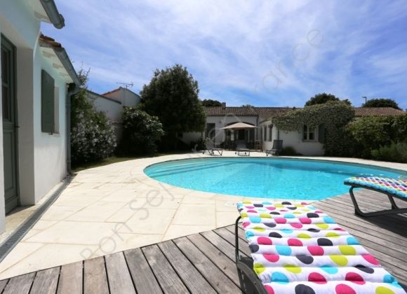 Location villa avec piscine sur l 39 ile de r balajo for Location villa piscine ile de france