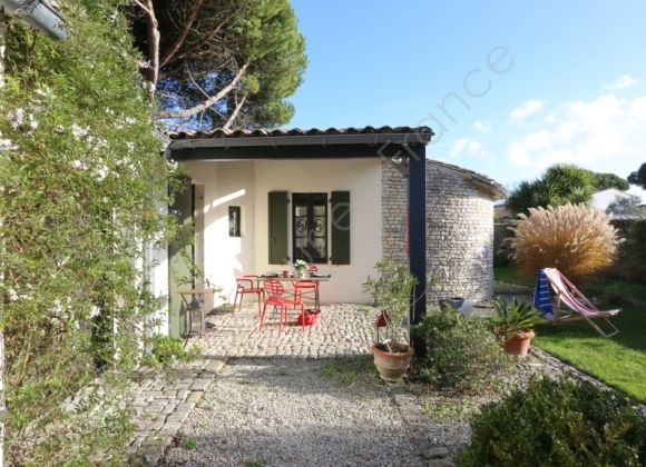 Holiday rental holiday home on the ile de r diabolo for Location garage ile de france