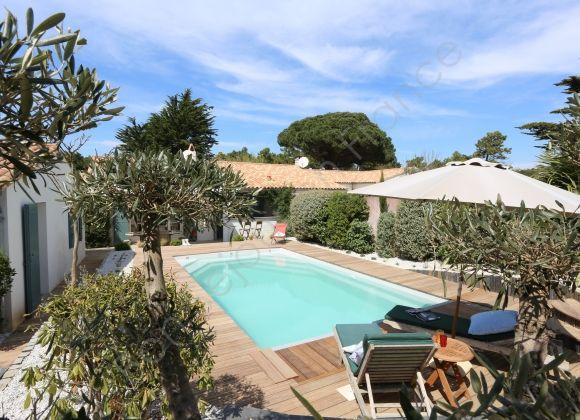 Location villa avec piscine sur l 39 ile de r indigo for Location villa ile de re avec piscine