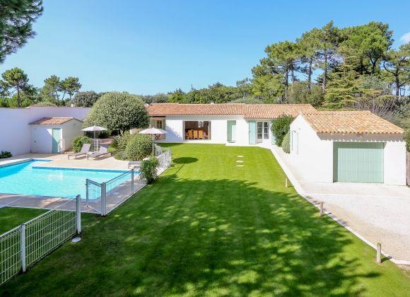 Location villa avec piscine chauff e ile de r oliviers for Camping moustiers sainte marie avec piscine