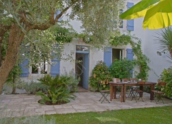 location maison de vacances sur l 39 ile de r pivoine. Black Bedroom Furniture Sets. Home Design Ideas